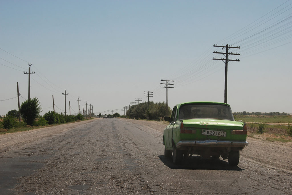 Photo du jour Turkménistan Türkmenabat Voiture Route