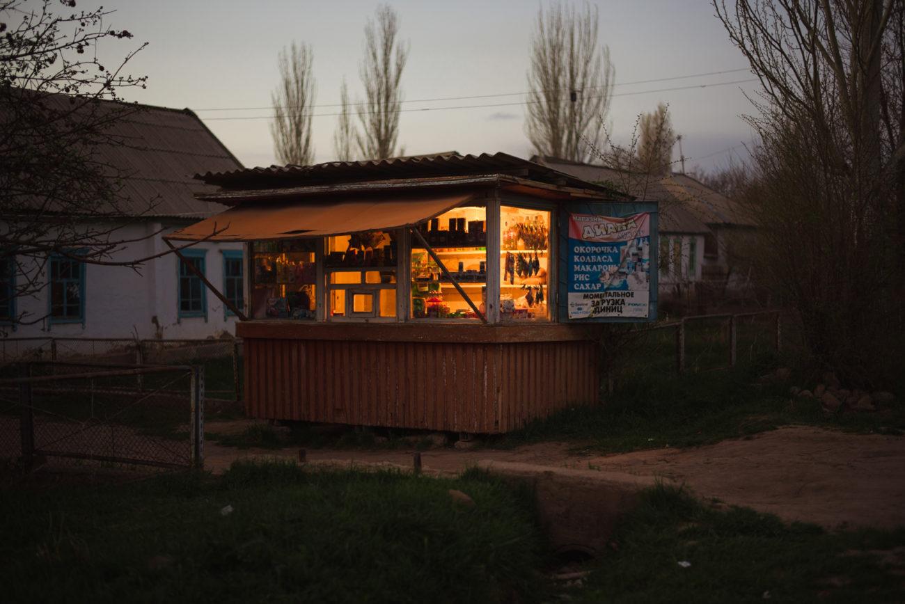 villages habitants produits du quotidien lait concentré lessive