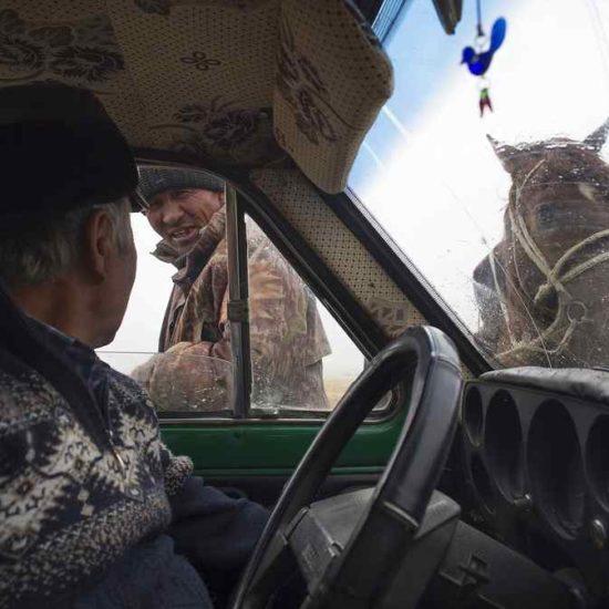 Discussion conducteur cavalier Kirghizstan