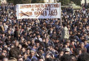 manifestants place Lenine Douchanbe Tadjikistan