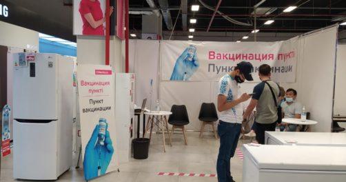 Coronavirus COVID-19 Kazakhstan Santé Vaccination Centre commercial
