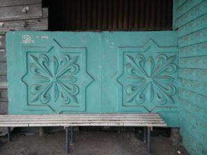 Kazakhstan Almaty Arrêt de bus Bas-reliefs Usine Azok Quartier Kargaly