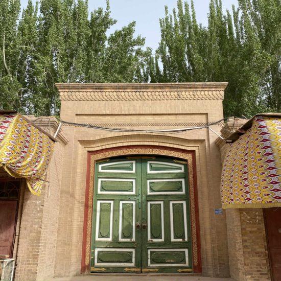 Porte colorée mosquée kachgar chine xinjiang