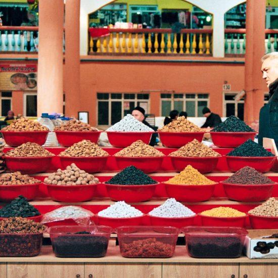 Fruits secs au marché Khoudjand Tadjikistan couleurs epices