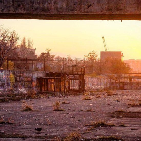 Graffiti Bichkek Kirghizstan coucher de soleil