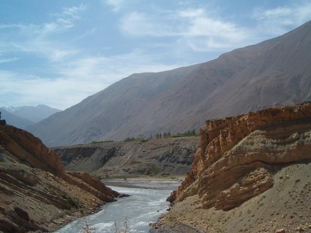 Zeravchan pollution déchets rivière