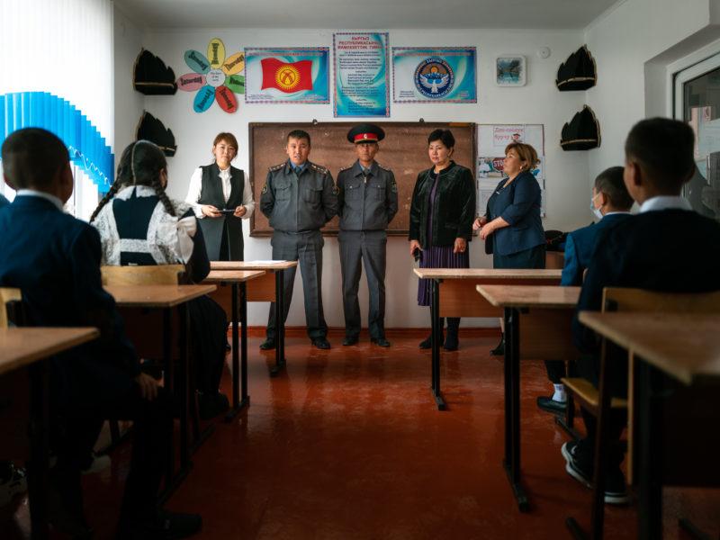 Kirghizstan élèves rentrée patriotisme