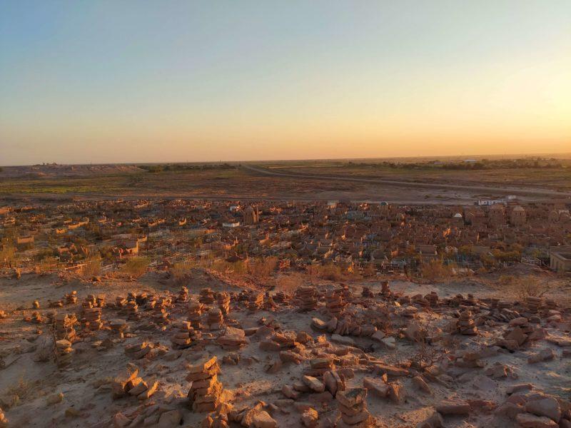 Photo du jour, Ouzbékistan, Cimetière, frontière turkmène, coucher de soleil