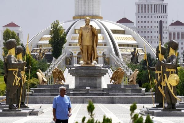 Turkménistan Achgabat Statue or Berdimoukhamedov