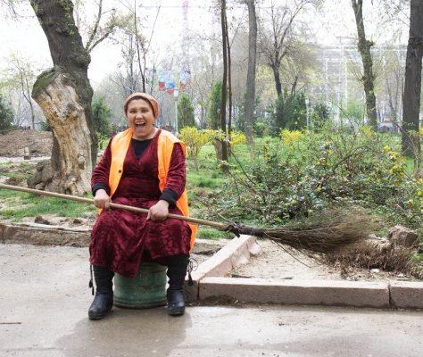 Balayeuse de rue en Ouzbékistan
