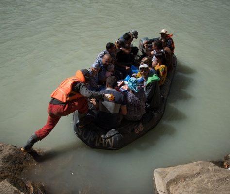 Tadjikistan canot inondations