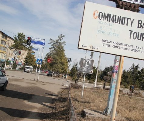 Karakol tourisme Kirghizstan pancarte