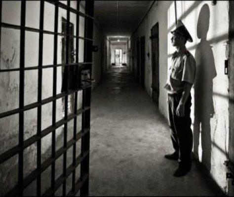 Un gardien de prison, Bichkek. Crédit : Alessandro Scotti