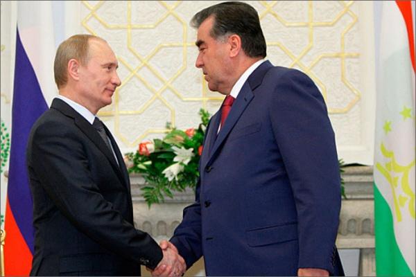 Vladimir Poutine et Emomalii Rahmon lors de leur rencontre à Moscou (crédits : RIA Novosti)
